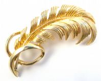 Vintage Sarah Coventry Curved Leaf Brooch.